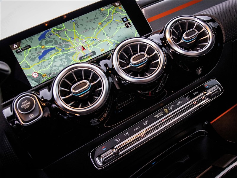 Mercedes-Benz CLA 2020 центральная консоль