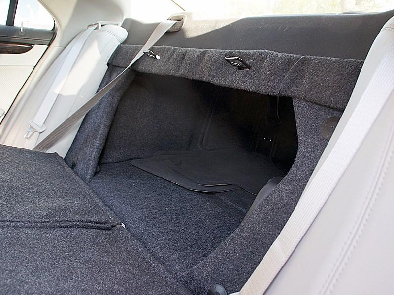 Cadillac CTS-V 2009 багажное отделение