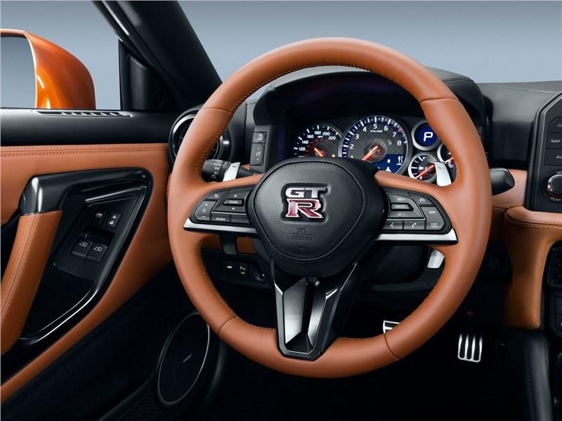 Nissan GT-R 2017 руль