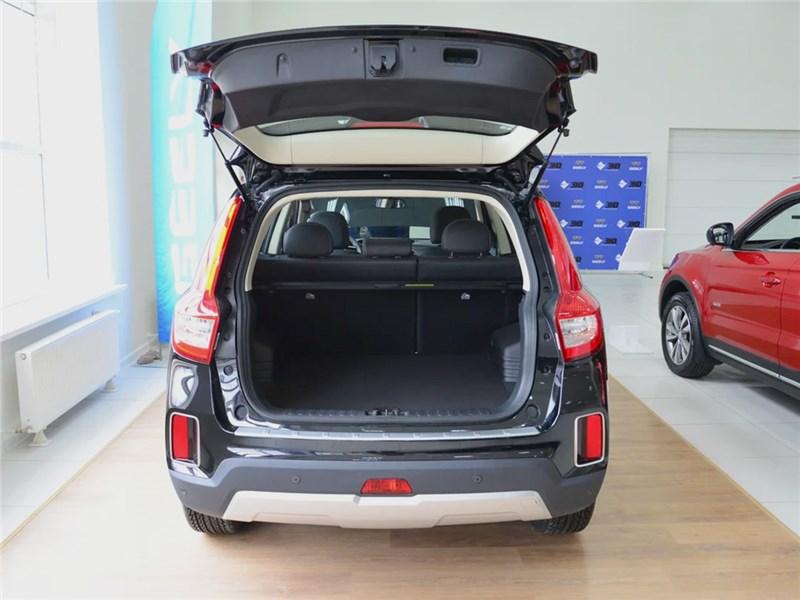 Geely Emgrand X7 2018 багажное отделение