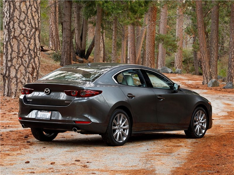 Mazda 3 Sedan 2019 вид сбоку сзади