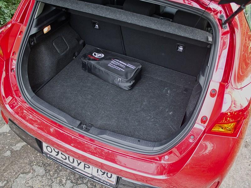 Toyota Auris 2013 багажное отделение