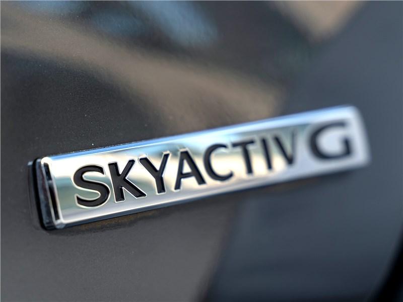 Mazda 3 2019 шильдик Skyactiv