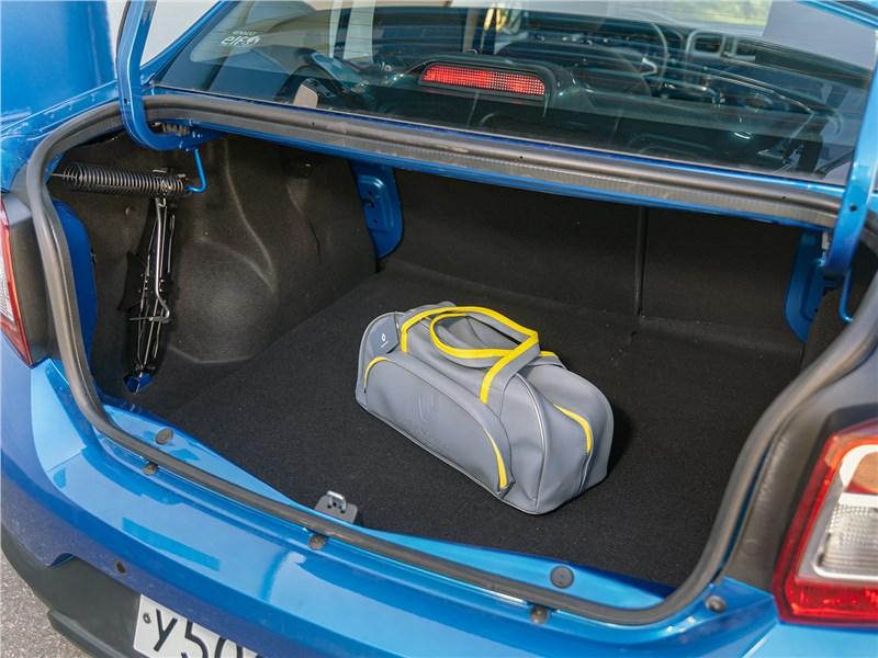 Renault Logan Stepway 2018 багажное отделение