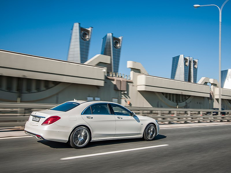 Mercedes-Benz S-Klasse 2013 вид сзади