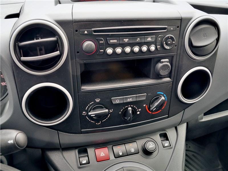 Peugeot Partner Tepee (2016) центральная консоль