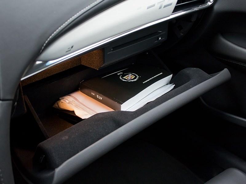 Cadillac ATS 2012 бардачок