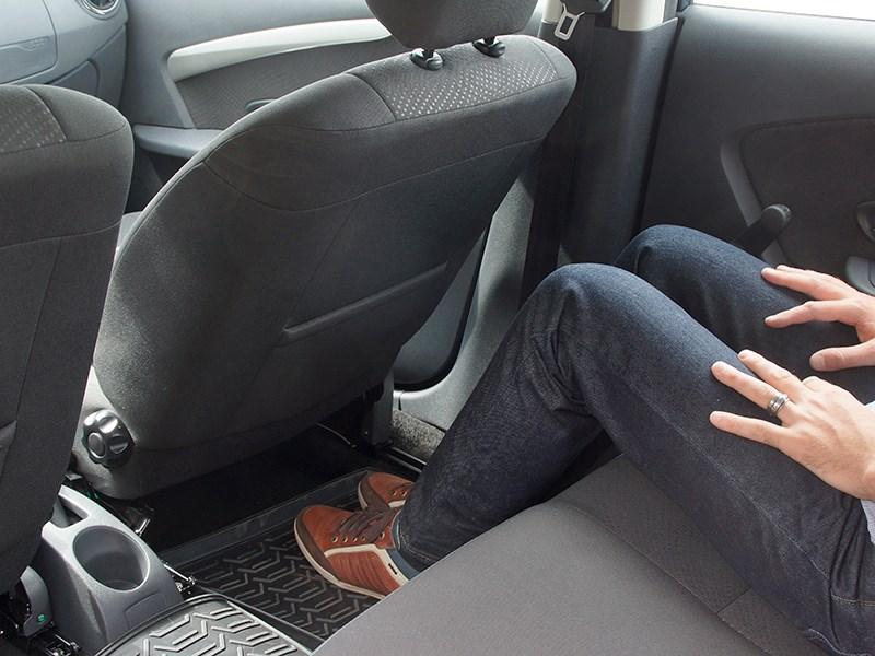 Nissan Almera 2014 задний ряд