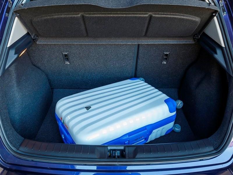 Nissan Pulsar 2015 багажное отделение