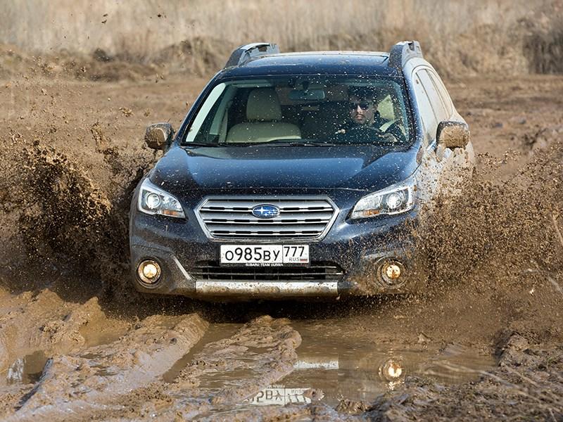 Subaru Outback 2015 вид спереди в грязи