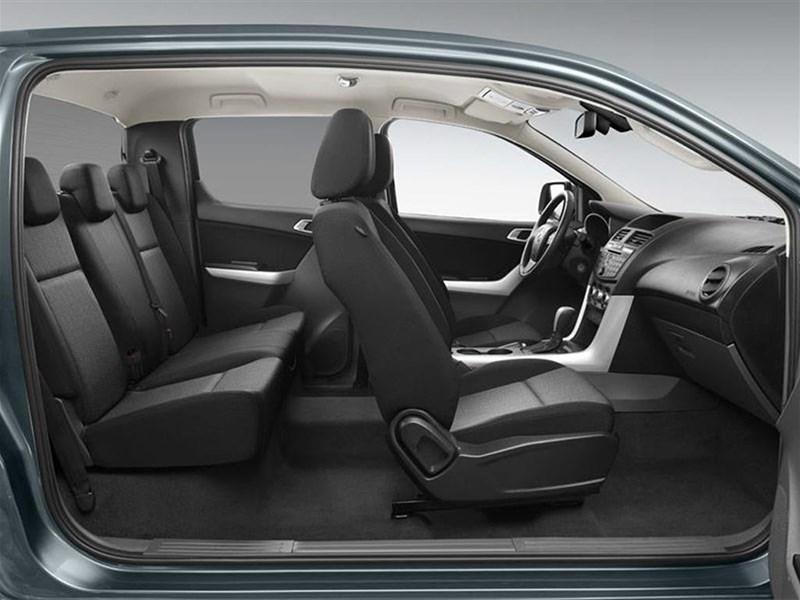 Mazda BT-50 2015 салон