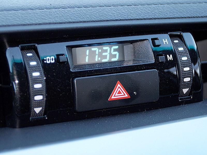 Toyota HiLux 2016 часы