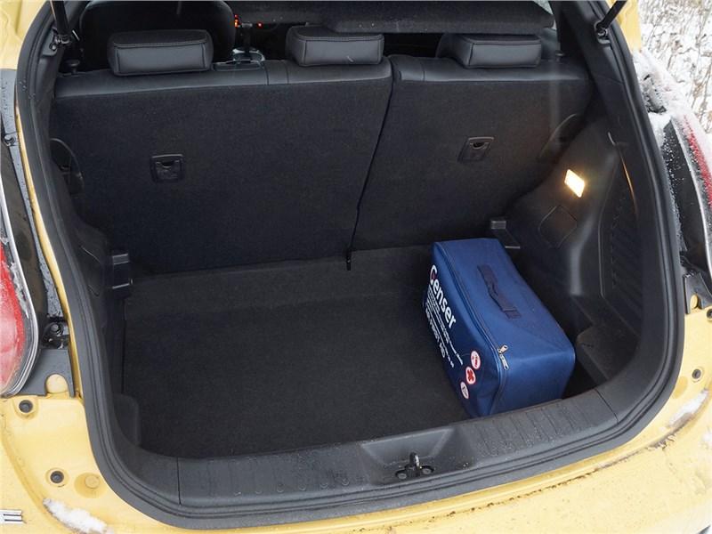 Nissan Juke 2015 багажное отделение