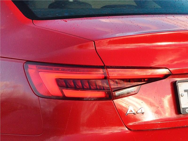 Audi A4 2016 задний фонарь