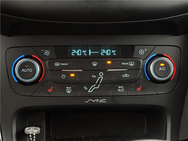 Ford Focus 2014 управление климатом