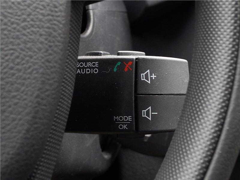 Renault Sandero Stepway 2015 джойстик управления аудиосистемой