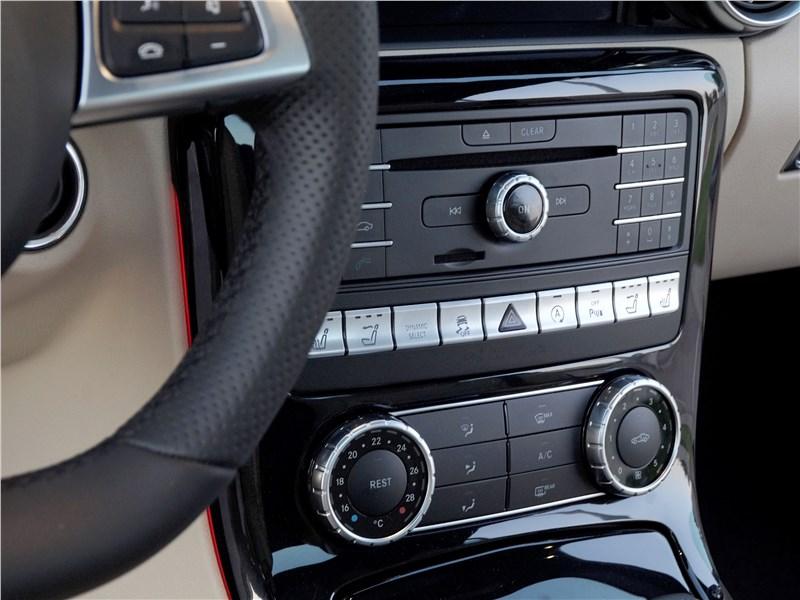 Mercedes-Benz SLC 2017 центральная консоль