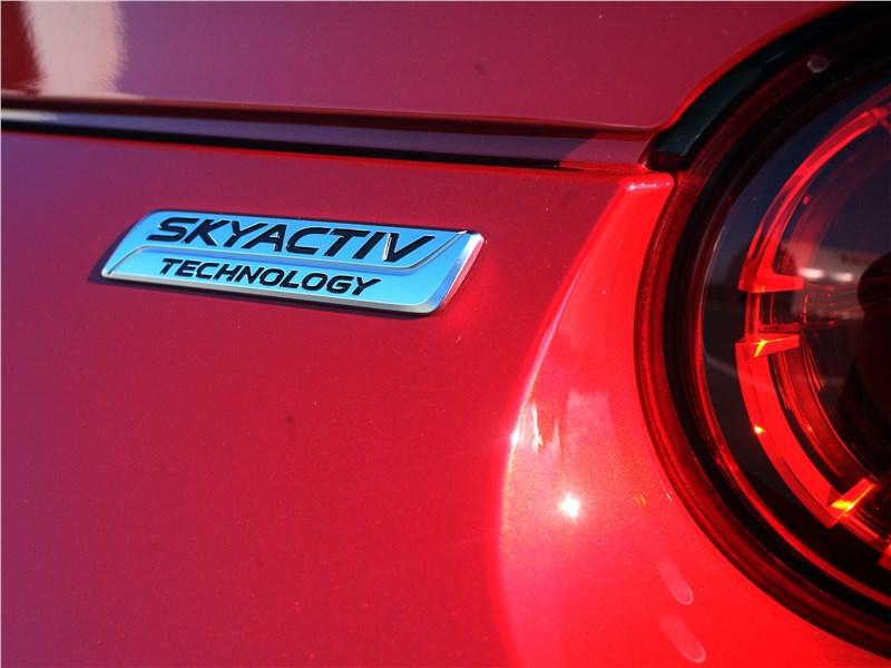 Mazda MX-5 2015 шильдик Skyactive