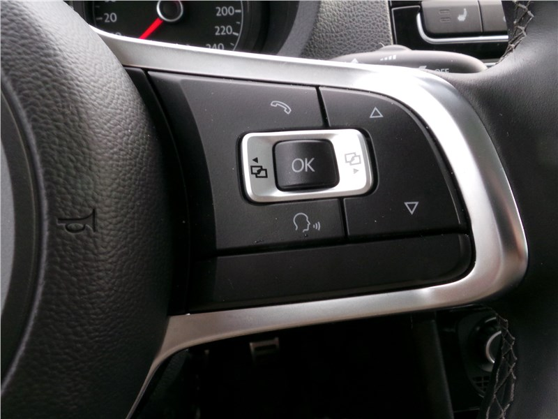 Volkswagen Polo GT 2016 руль