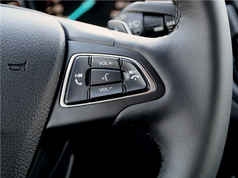 Ford Kuga 2017 руль