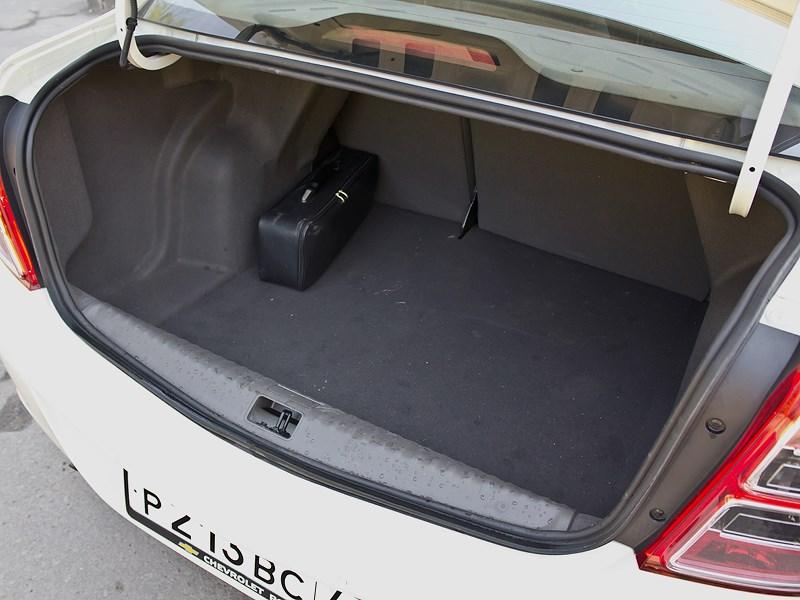 Chevrolet Cobalt 2013 багажное отделение
