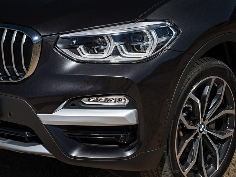 BMW X3 2018 передняя фара