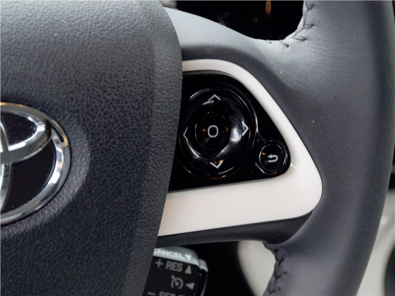Toyota Prius 2016 руль