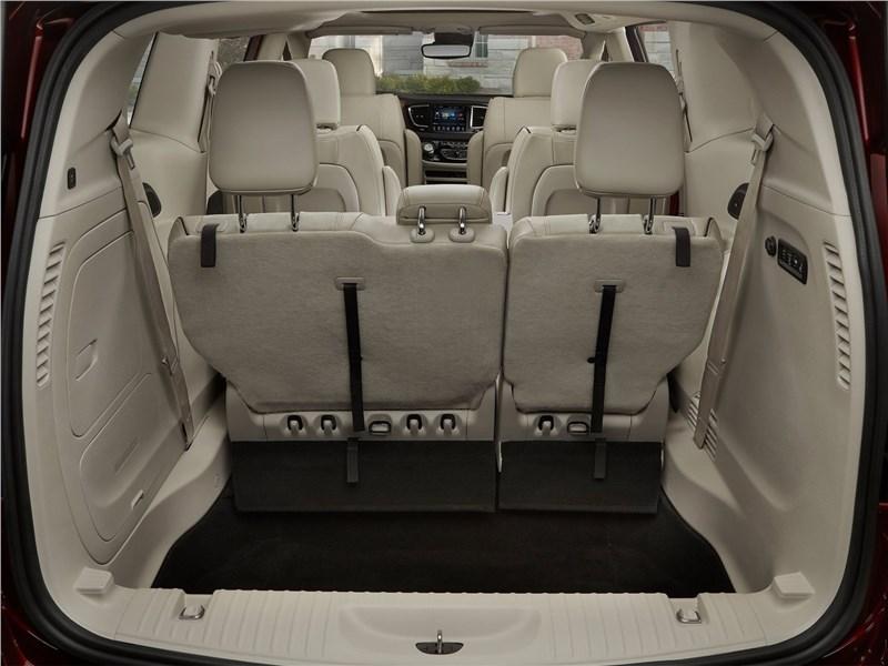 Chrysler Pacifica 2017 багажное отделение