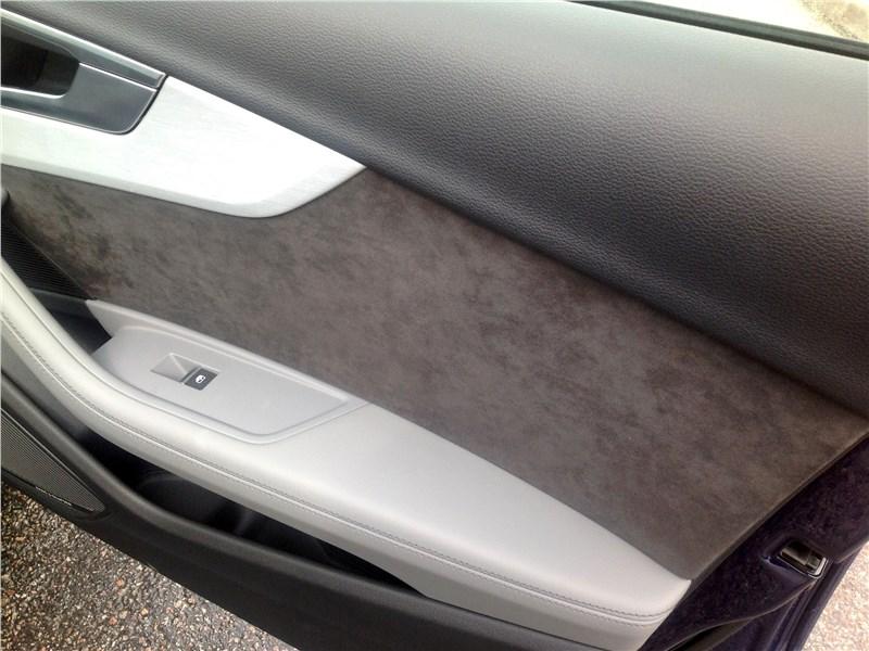 Audi A4 2016 дверь