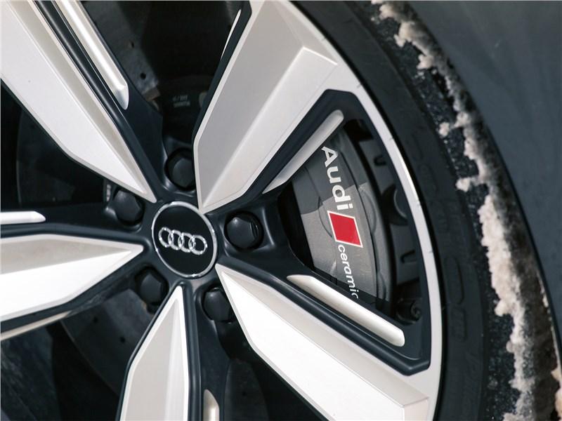 Audi RS4 Avant 2018 тормоз