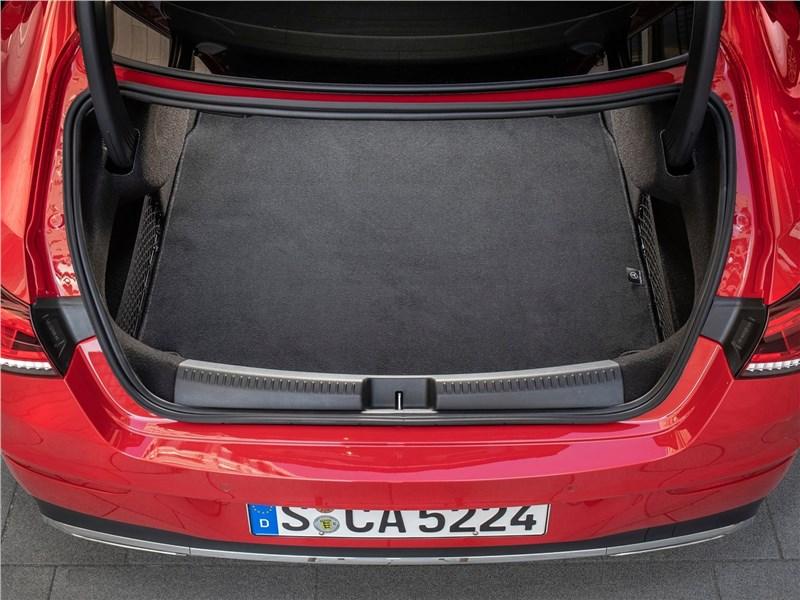 Mercedes-Benz CLA 2020 багажное отделение
