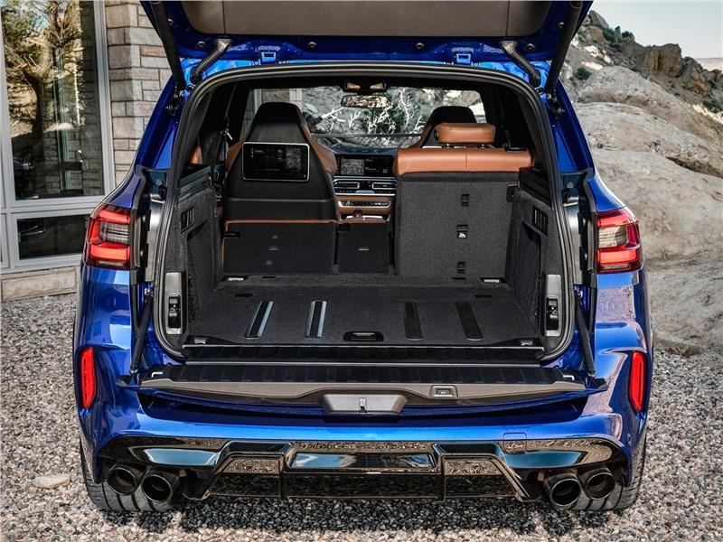 BMW X5 M 2020 багажное отделение