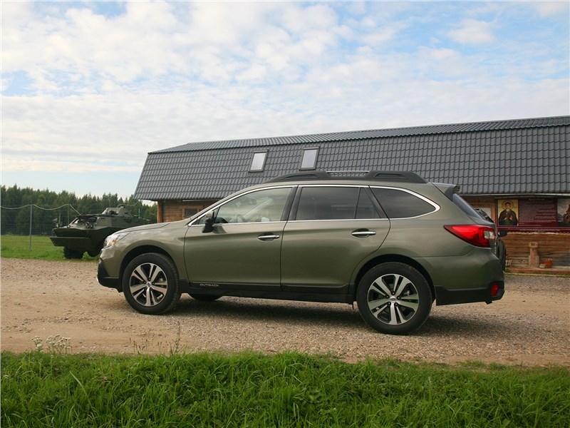 Subaru Outback 2018 вид сбоку