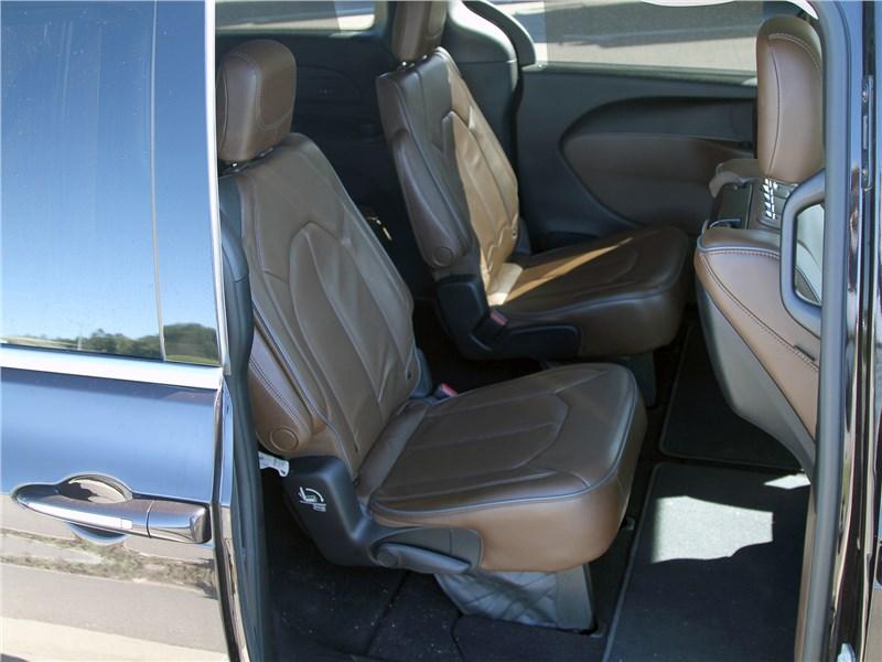 Chrysler Pacifica 2021 второй ряд