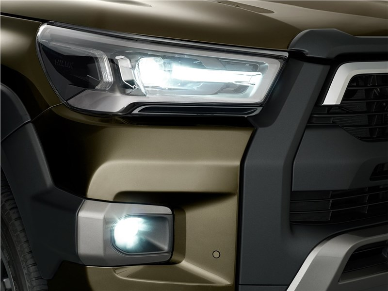 Toyota Hilux (2021) передняя фара