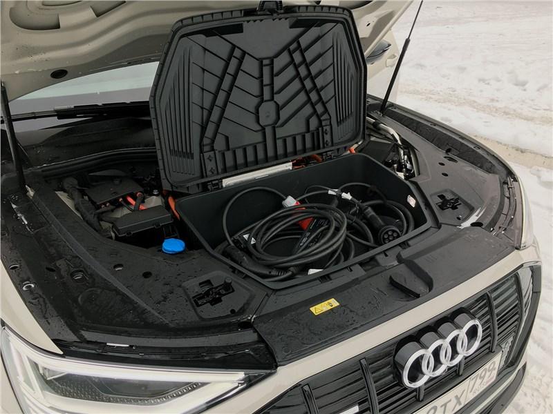 Audi e-tron (2020) моторный отсек
