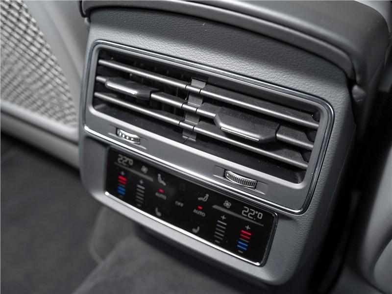 Audi Q7 (2020) климат для второго ряда