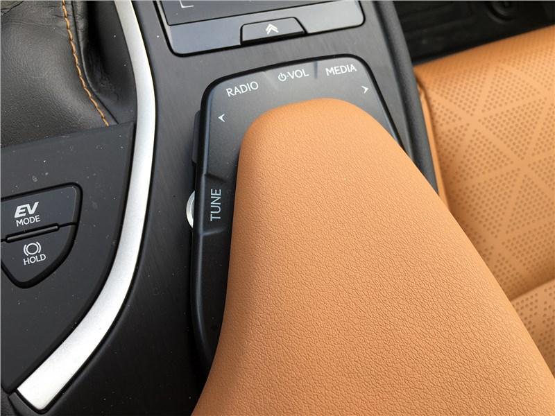 Lexus UX 250H (2019) пульт управления медиасистемой