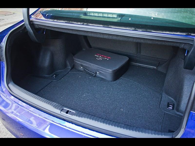 Lexus IS FS 2013 багажное отделение