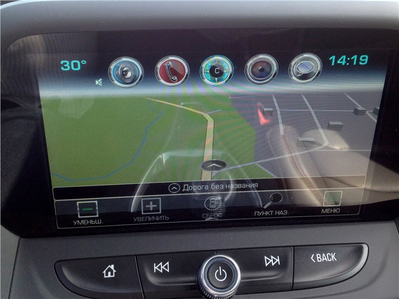 Chevrolet Camaro 2016 монитор