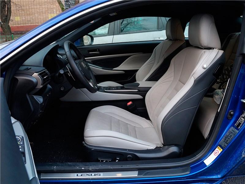 Lexus RC F Sport 2014 передние кресла