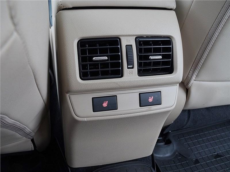 Subaru Outback 2015 печка для второго ряда