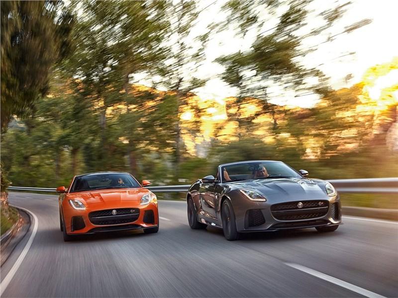 Jaguar F-Type SVR 2016 вид спереди