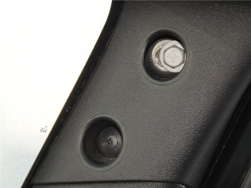 Jeep Wrangler 2007 головки крепежных болтов и саморезов