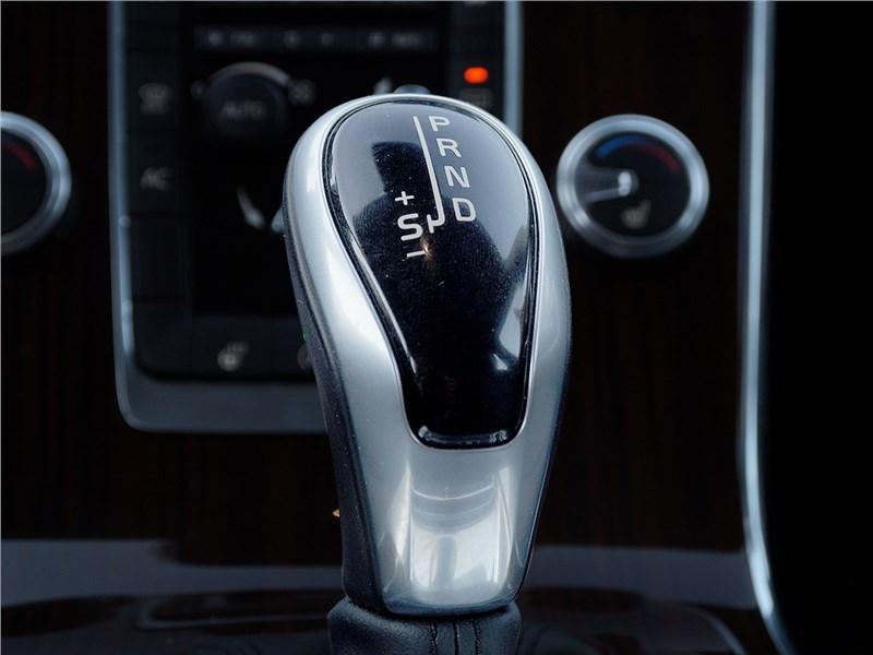 Volvo V60 Cross Country 2015 селектор «автомата»