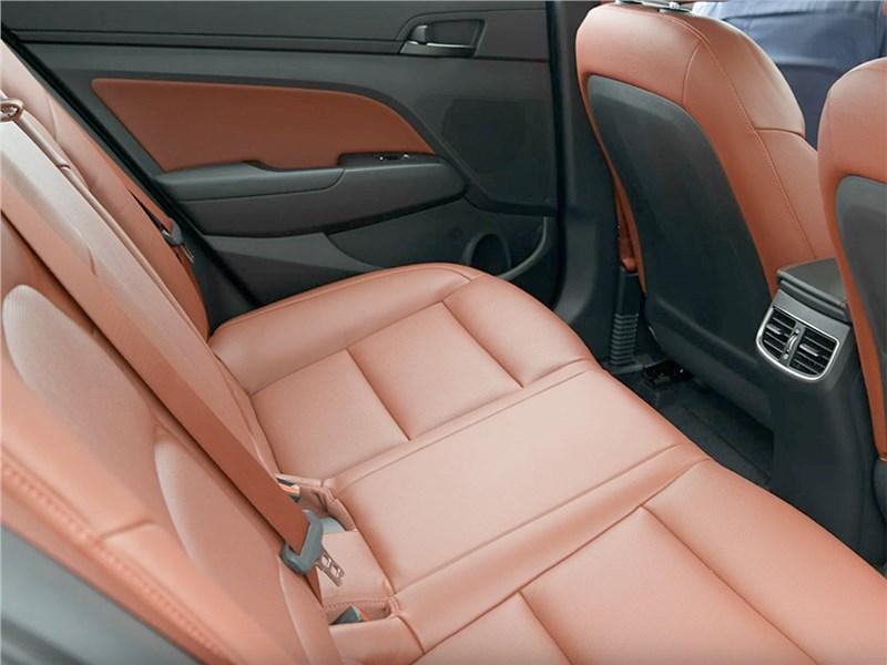 Hyundai Elantra Sport 2017 задний диван