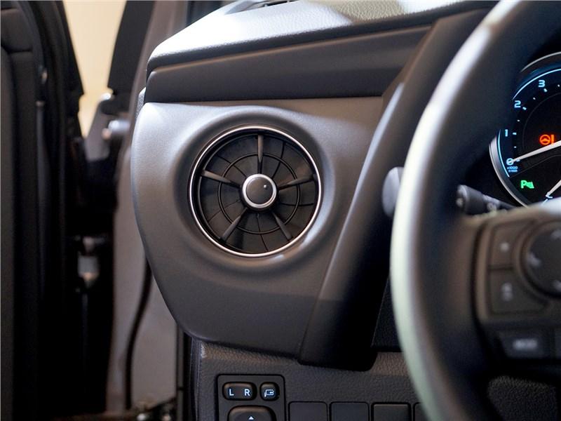 Toyota Corolla 2017 вентилятор