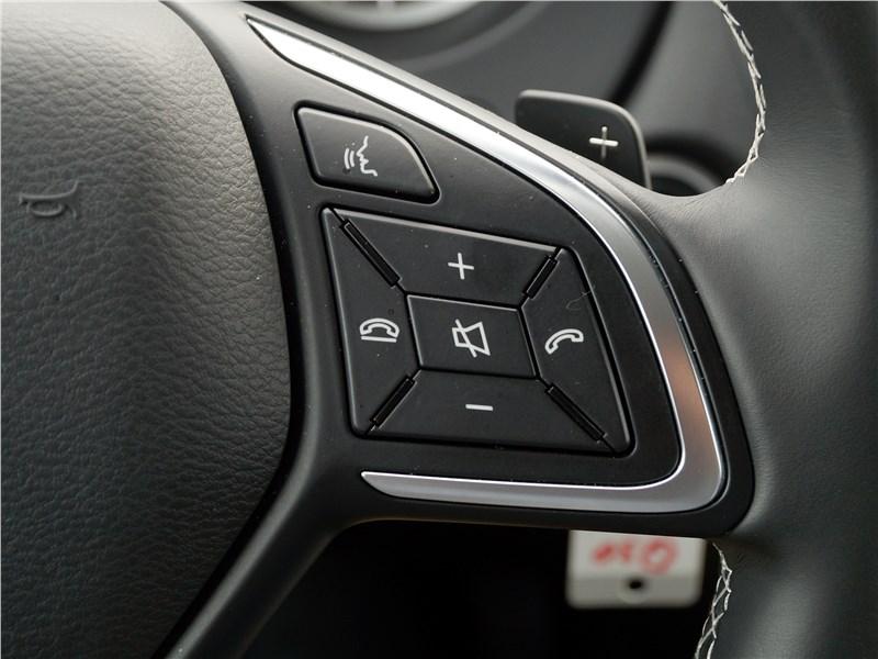 Infiniti Q30 2016 руль