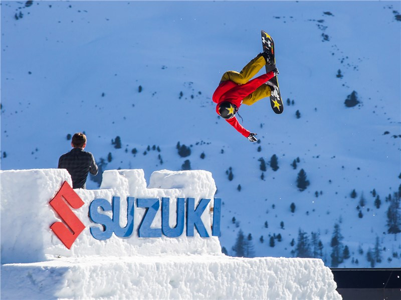 Suzuki Nine Royals – «слёт» лучших мировых райдеров, лыжников и сноубордистов, съехавшихся в Южный Тироль, чтобы выяснить, кто достоин стать рыцарями и королевами фристайла