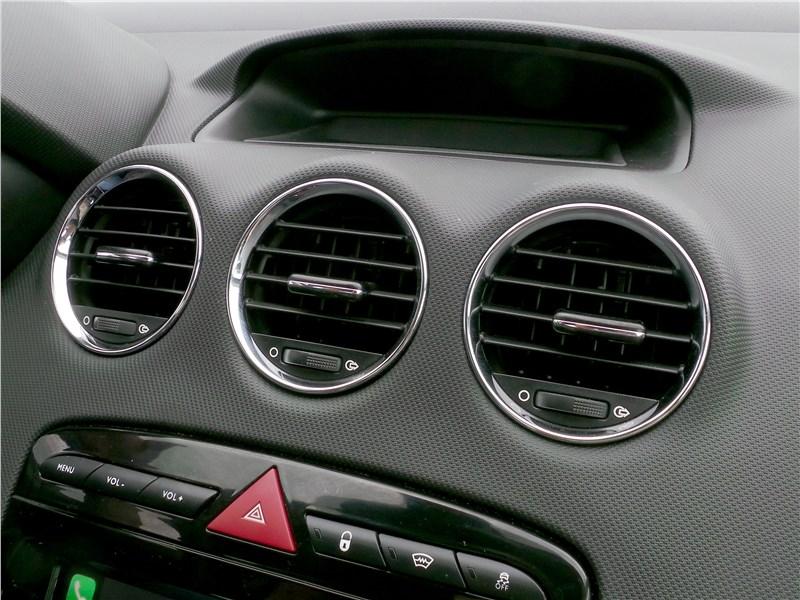 Peugeot 408 2017 воздуховоды